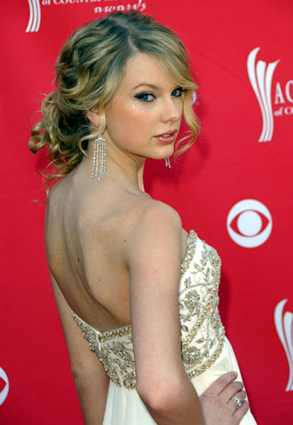 taylor swift straight hair ama. updos for prom short hair.
