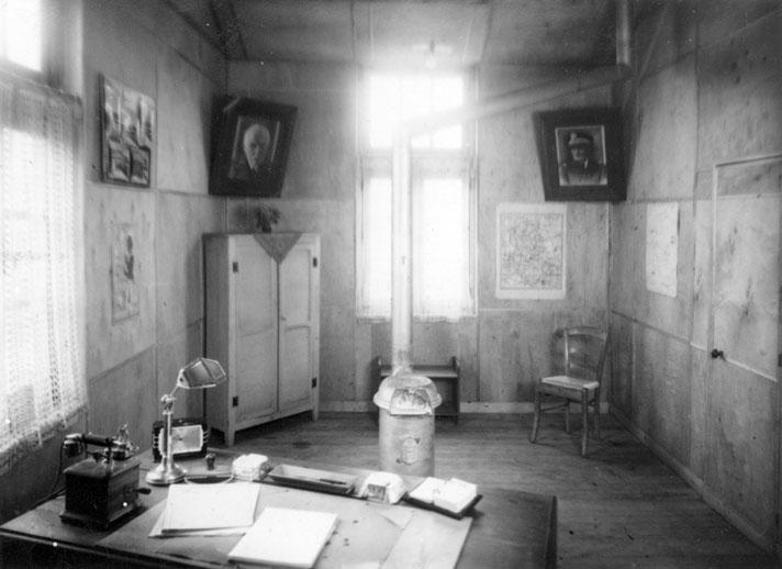 les chroniques d 39 andr michel besse iii albert arrive au camp d 39 internement. Black Bedroom Furniture Sets. Home Design Ideas