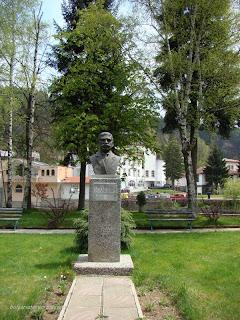 Паметник на Иван Вазов в Мадан