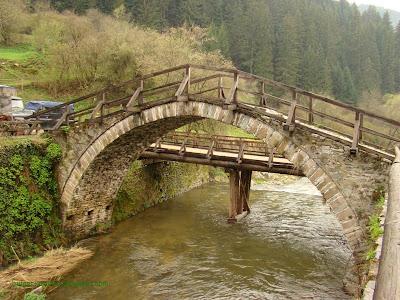 Сводест мост на Широколъшка река в Широка Лъка