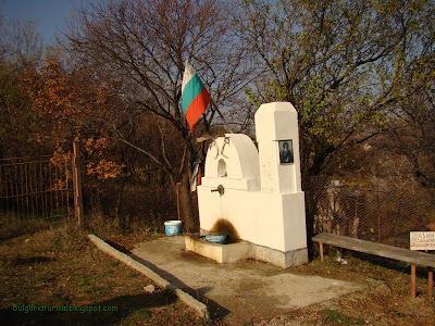 Чешма на пътя към Руенски  манастир