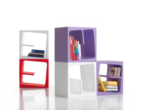 Home design news: modulo libreria molto versatile e colorato