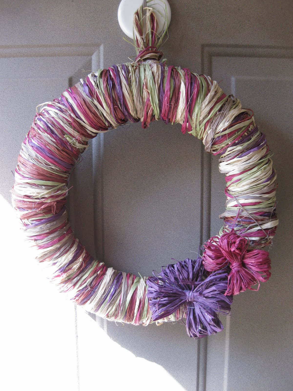 Decorating With Raffia Remodelaholic Diy Raffia Wreath Tutorial Holiday Decorating