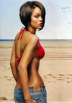 rihanna bikini pics
