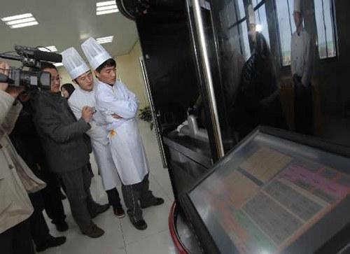 Un robot que es capaz de cocinar m s de 600 platos - Que hace un robot de cocina ...