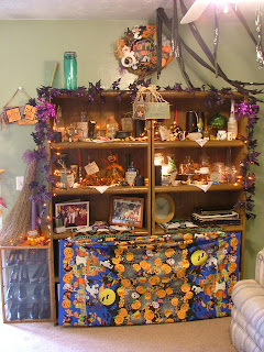 Buckets of halloween ideas october 2009 for Witches kitchen ideas