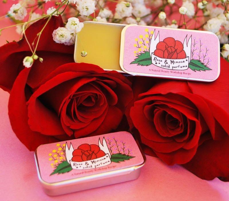 Духи из лепестков роз