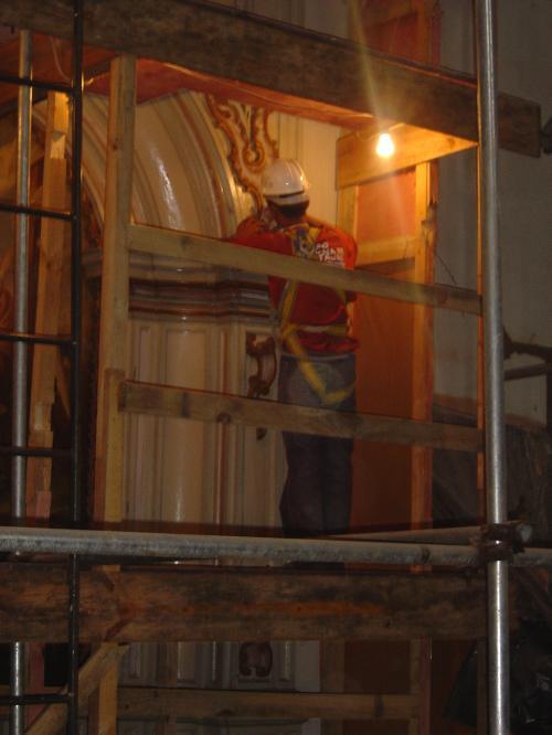 descupinização de altar lateral da nave central em NOV 2010
