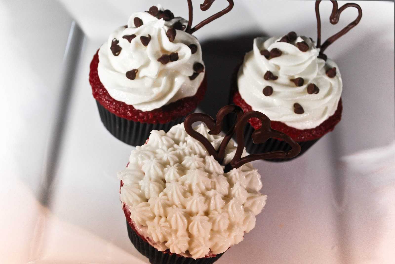 GillyCakes: White Chocolate Whipped Cream Frosting