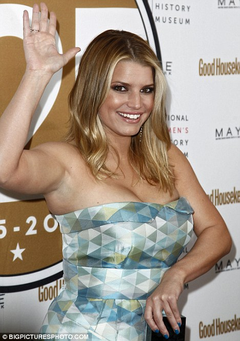 jessica simpson dukes of hazzard weight. Jessica Simpson shows off her