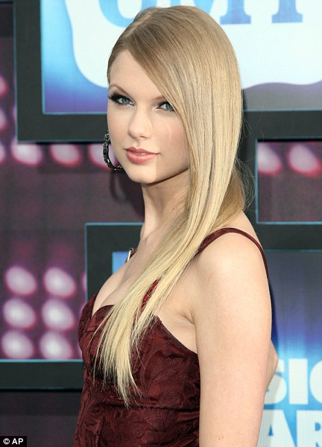 Swift Modeling For Abercrombie Miranda Lambert Hair Straight PictureMiranda Lambert Straight Hair