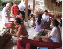 Anom Putra Teaches a Gamelan Workshop
