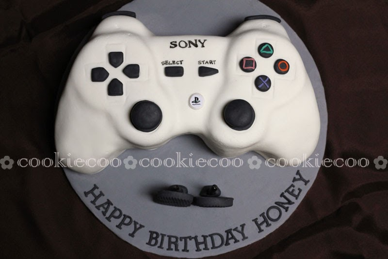 cookiecoo: PlayStation3 Controller cake for Lia s boyfriend