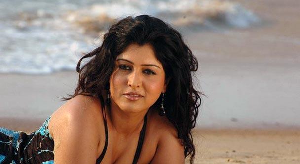 Sexy actress Sheryl Brindo hot stills navel show