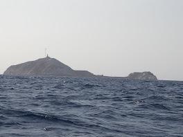 Les 2 iles reliees par une digue