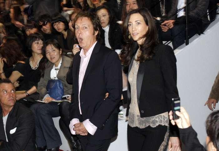 Paul Mc Cartney prestigia o desfile de sua filha Stella Mc Cartney em París.