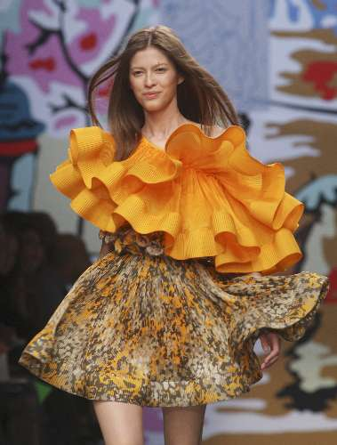Stella Mc Cartney defila em semana de moda em París...maravilhooosaaaaaa!!!!!!!