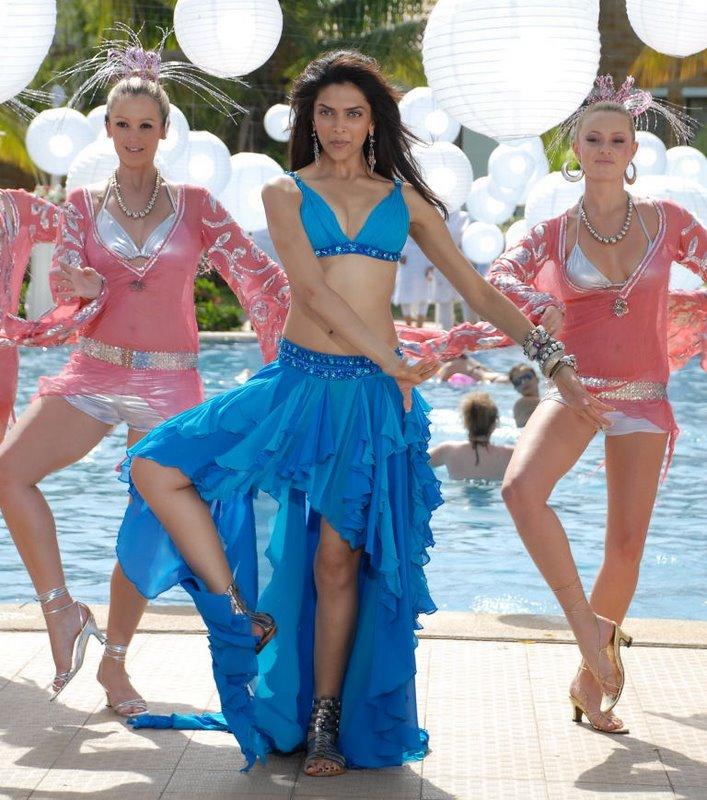Bollywood Hot Actress Deepika Padukone Photos