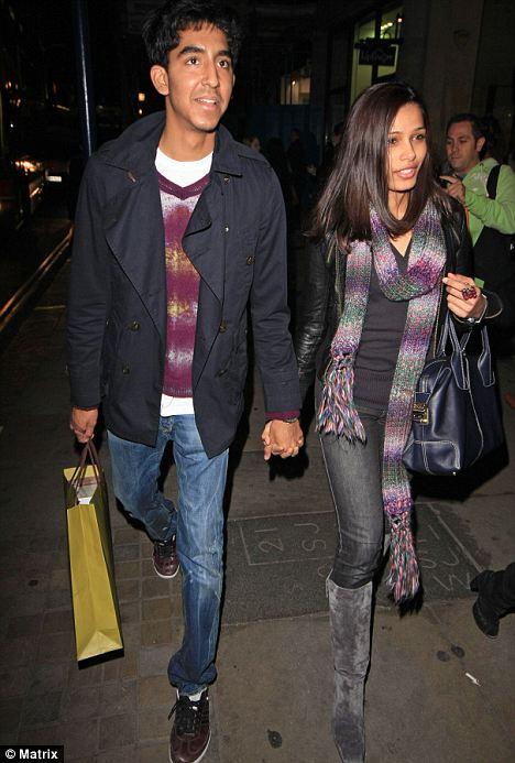 L'actrice, Freida Pinto avec Dev Patel sauve la vie d'un fan à Londres