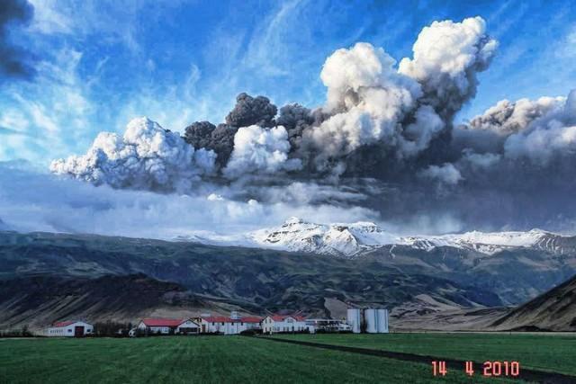 http://4.bp.blogspot.com/_YtxGNf8GgRA/S8iezqSPAwI/AAAAAAAAEtU/4tAB9UXy2rg/s1600/volcano_cloud_over_iceland.jpg
