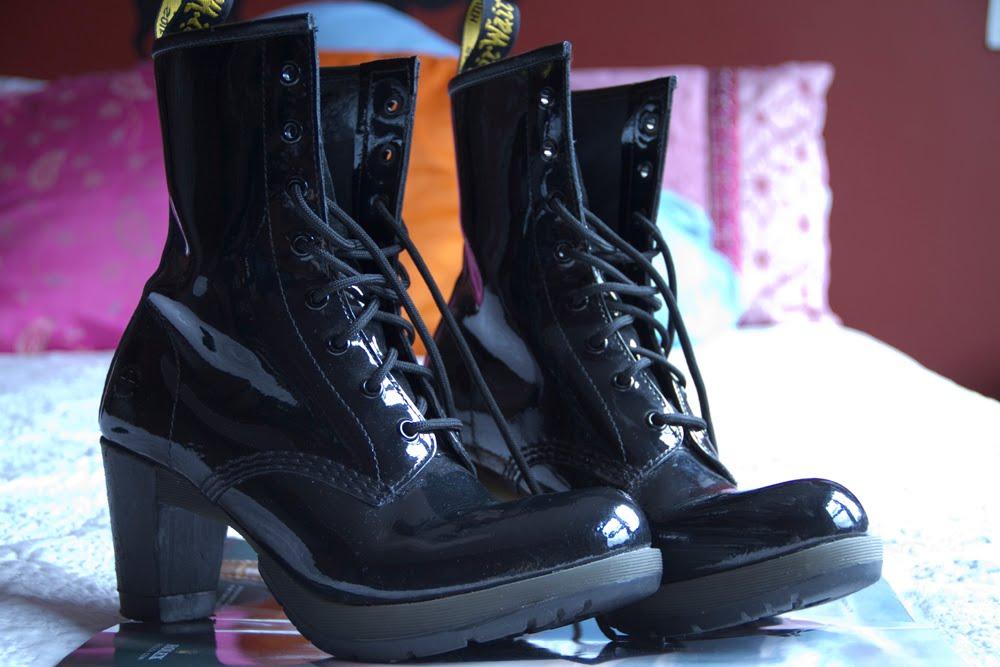 A weepy young devotchka dr martens darcie boot black patent 320617686683 - Dr martens diva ...