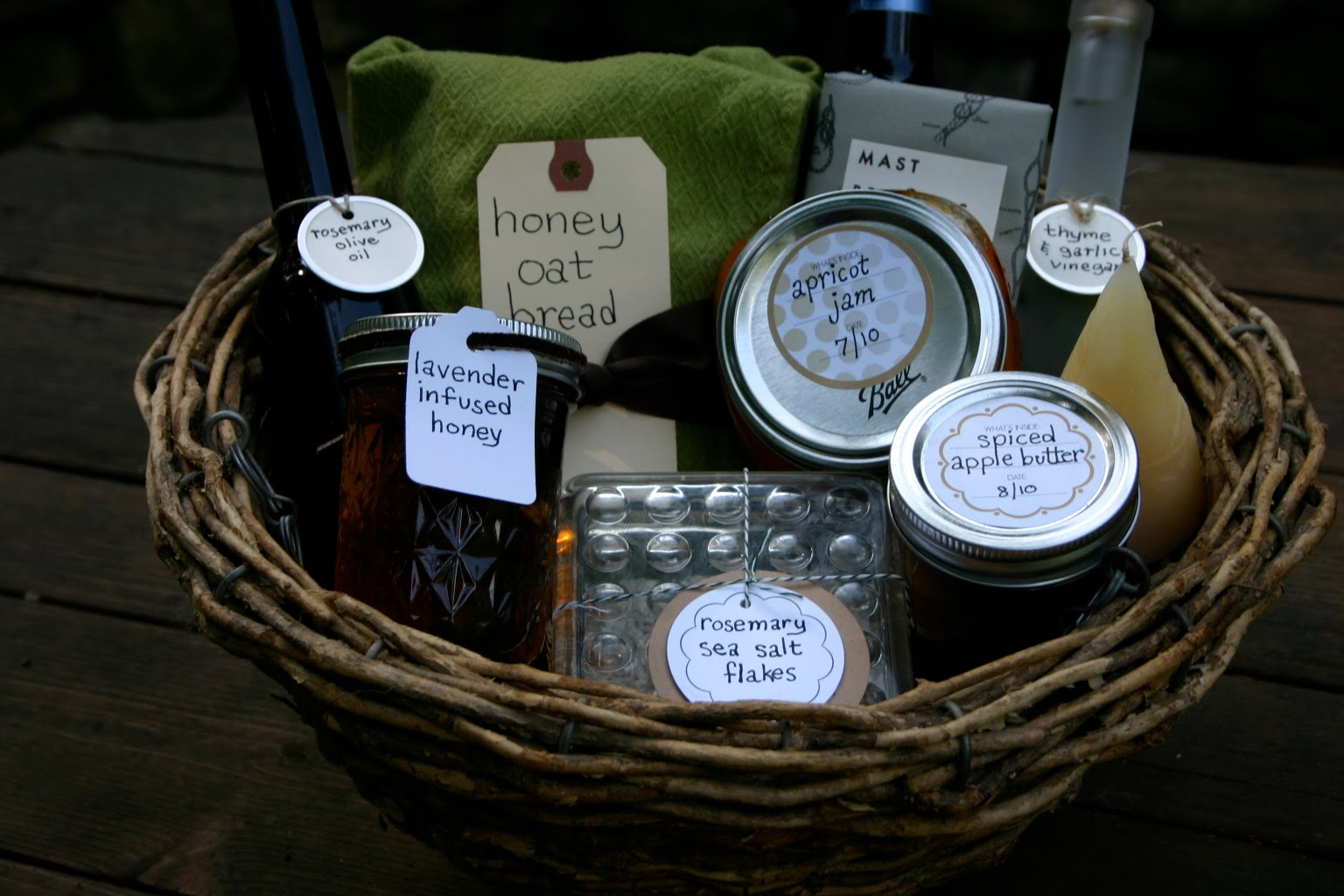Homemade housewarming baskets small measure House warming present