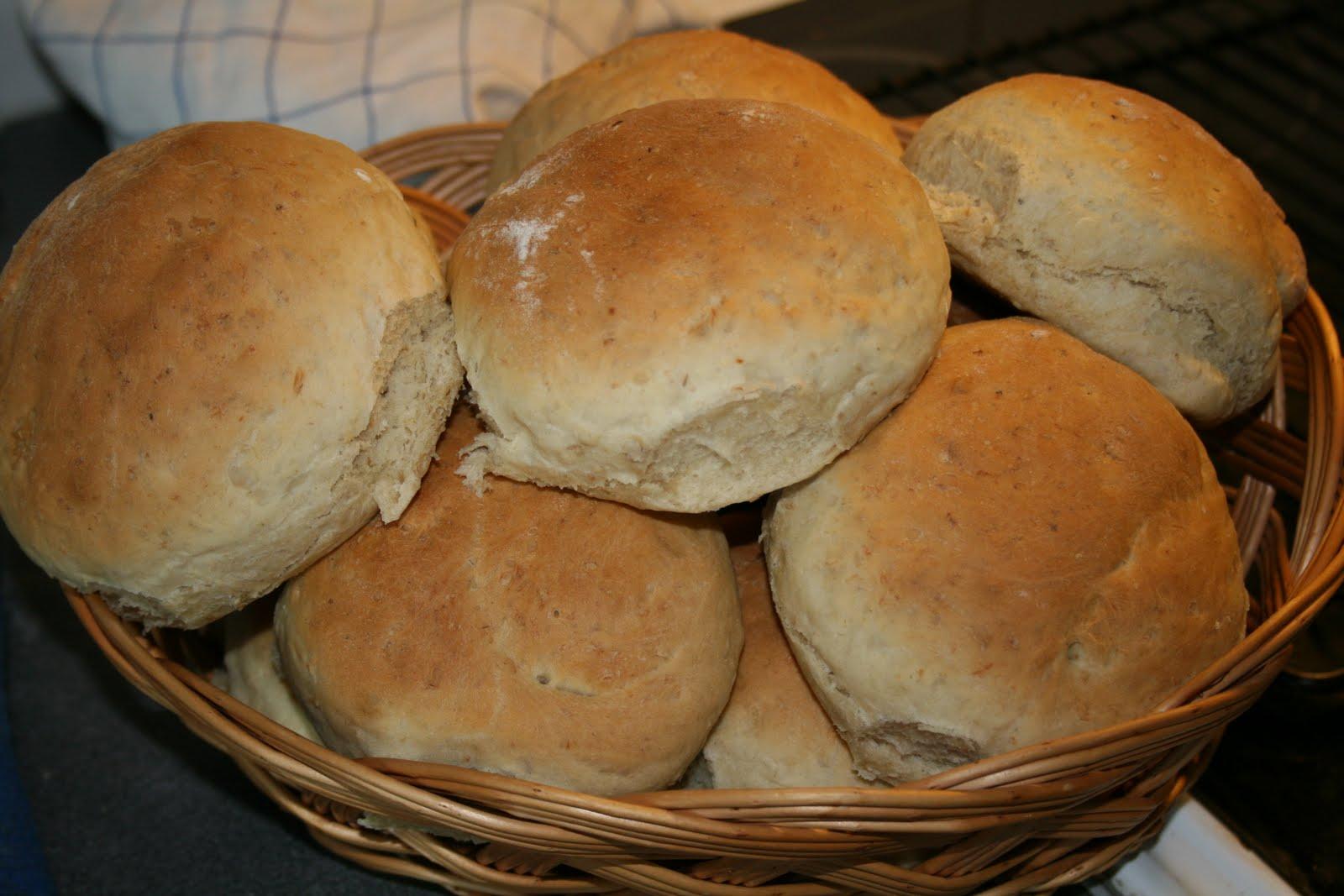 baka bröd med rågsikt