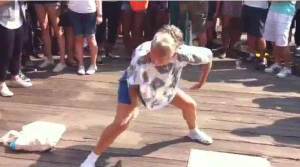 http://4.bp.blogspot.com/_YyXZ9LFygq0/TMTzJa0UWoI/AAAAAAAABtE/oj-bdMRqhgc/s1600/breakdance.JPG