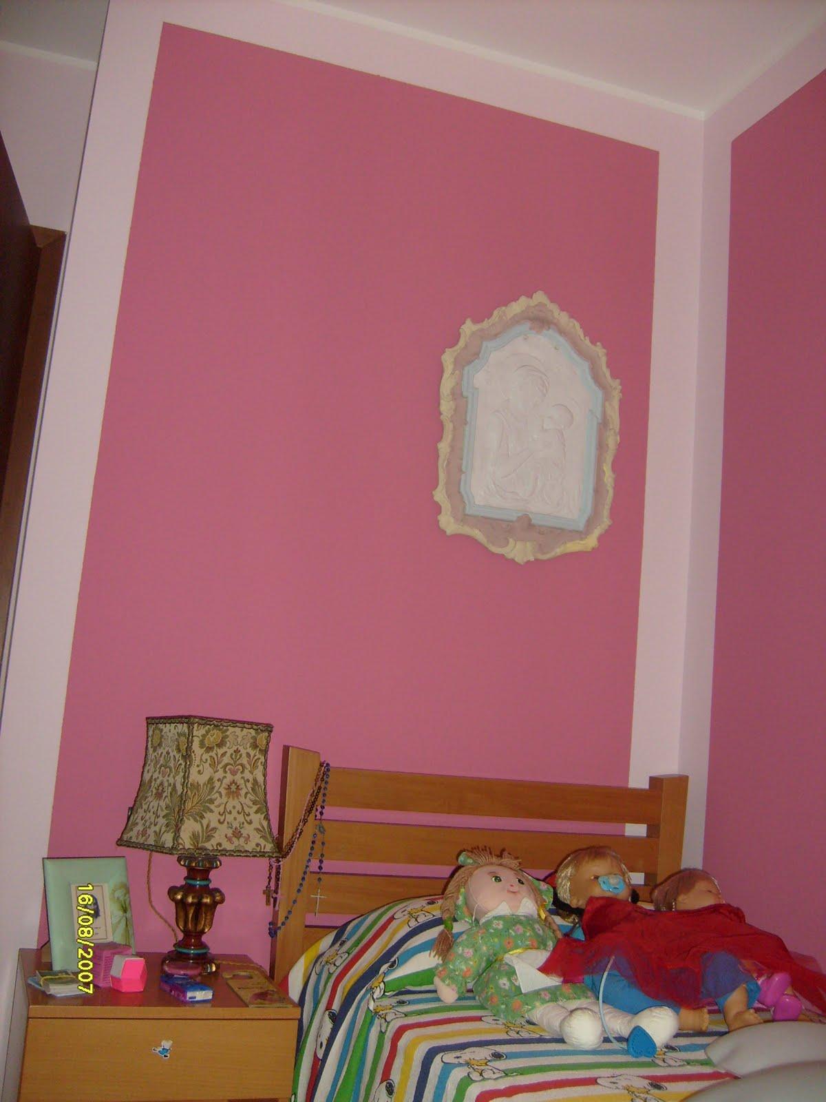 Dipingere cameretta neonato come arredare la camera per for Decorazioni pareti cameretta neonato