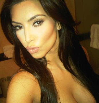 Kim Kardashian - pitzi pe twitter