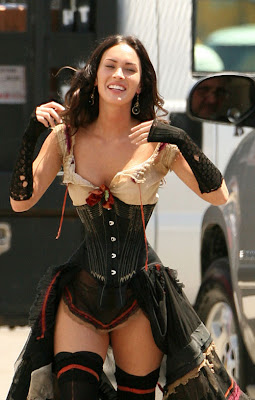 Megan Fox incorsetata