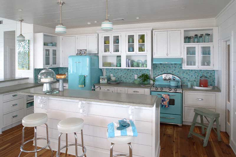 Jane coslick cottages the perfect beach house kitchen for Beach inspired kitchen designs