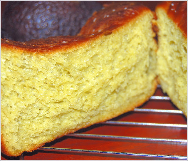 Brioche made with avocados and without butter. Vegan Recipe.