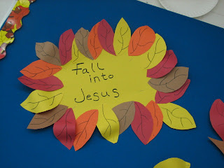 Fall Decorating Ideas for Preschool http://jennwa.blogspot.com/2008/10/fall-decoration-for-preschool.html
