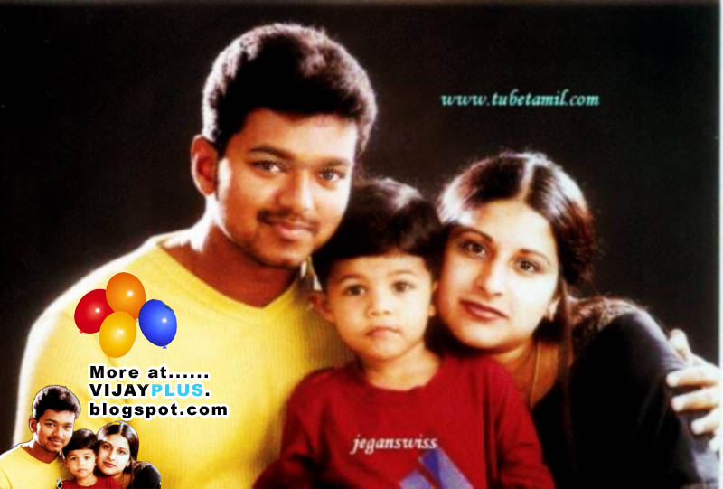 VIJAY WITH HIS SON AND WIFE