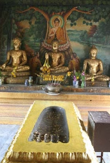 Wat Khaow Phra Baht