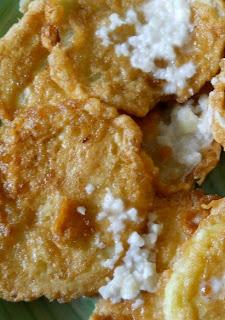 Articole culinare : Dovlecei pane cu sos de mujdei