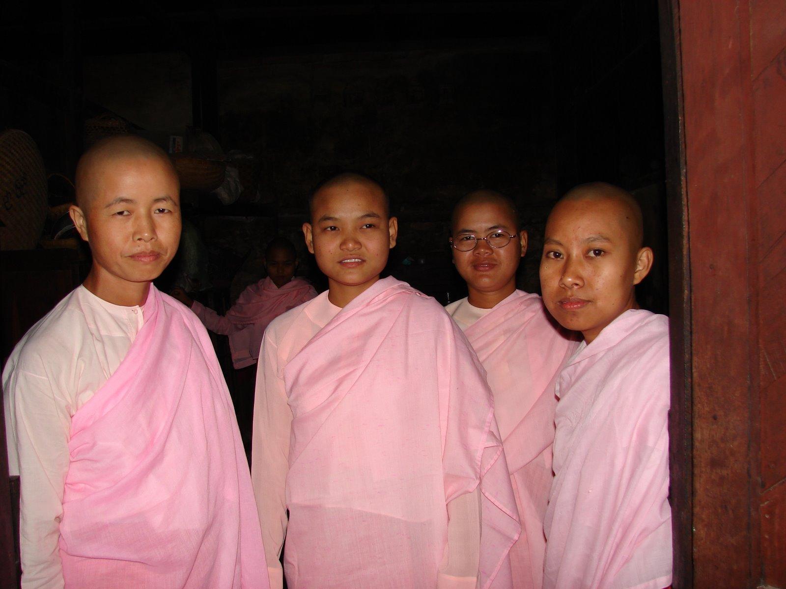 [Burma-Zryartheingi+Nunnery2.jpg]