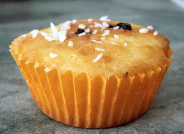 kathrins blog zitronen muffins mit cremekern. Black Bedroom Furniture Sets. Home Design Ideas