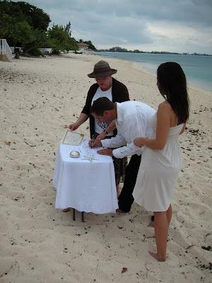 Simple, Barefoot Beach Wedding on Grand Cayman - image 3