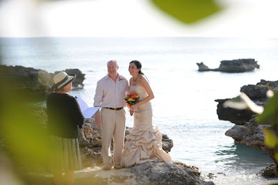 Sunday Cayman Wedding for this Texas Pair - image 1