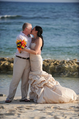 Sunday Cayman Wedding for this Texas Pair - image 3