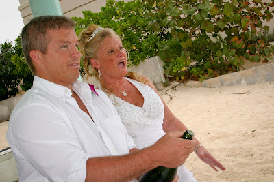 Showers didn't stop this Cayman Island Wedding - image 5