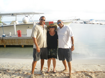 Stingray City Boat Wedding for Paloma Couple in Grand Cayman - image 5
