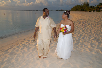 Cayman Wedding at Sunset for Memphis Visitors - image 5