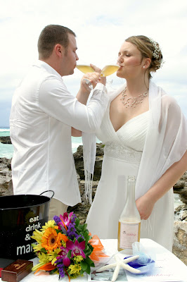 Fantastic Cayman Photography for German Couple's Beach Wedding - image 5