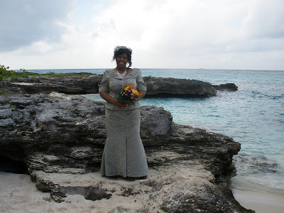 Chicago Couple Celebrates New Year Cayman Islands Wedding - image 3