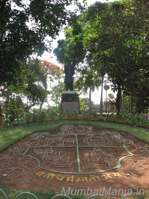 statue of Pherozeshah Mehta and shield at hanging garden