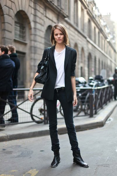 http://4.bp.blogspot.com/_Z9noN9a-Bdo/TH5ZRK53_sI/AAAAAAAAFxs/FVp-qA_C5WI/s1600/black-blazer-white-t-shirt-black-jeans-black-purse-black-boots_400.jpg
