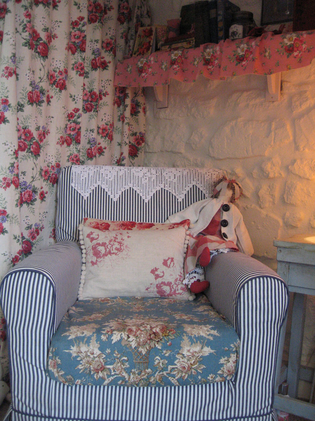 Suzy S Vintage Attic Under The Stair Makeover Completed